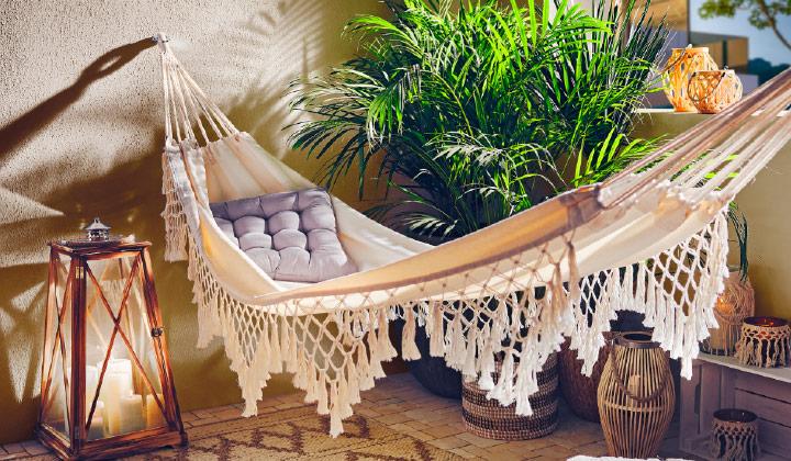 Mały balkon w stylu desert flower  - inspiracje na aranżacje małego balkonu